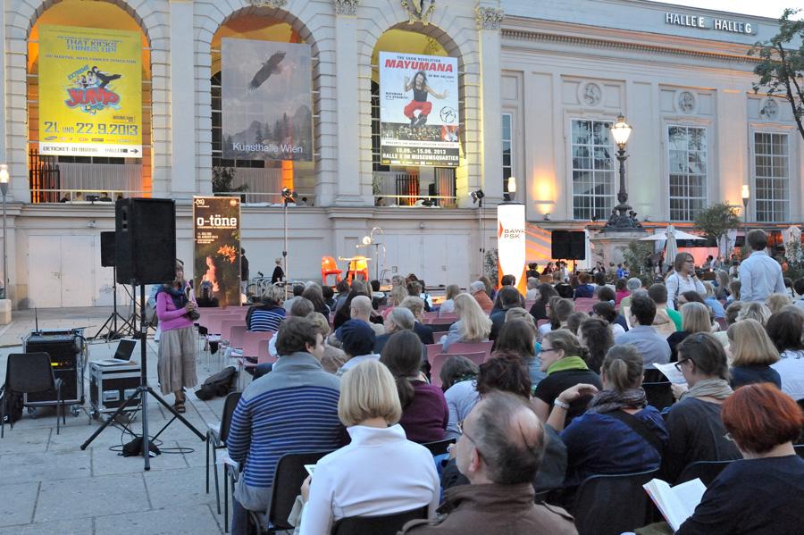 Spectacle de rue devant la Kunsthalle Wien