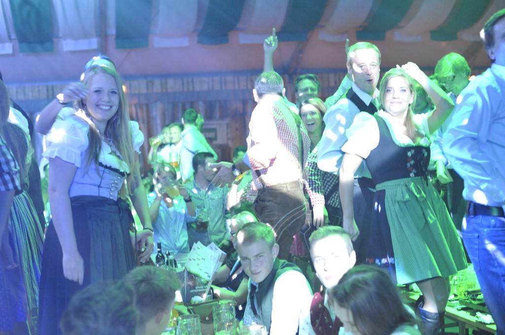 Tout le monde est chanteur à la Wiesn Fest de Vienne