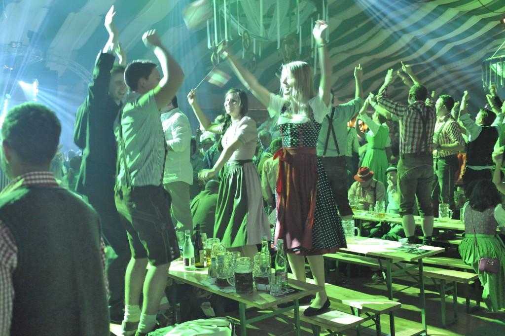 Tout le monde est danseur à la Wiesn Fest de Vienne