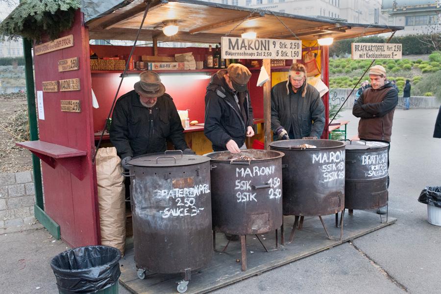 Saint-Nicolas, Père Fouettard, Christkindlmarkt, marché de Noël, Rathausplatz, punsch, Vienne, petit Jésus